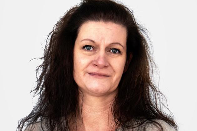 Das Foto zeigt ein Portrait von Karina Dunz, Finanzen und Verwaltung