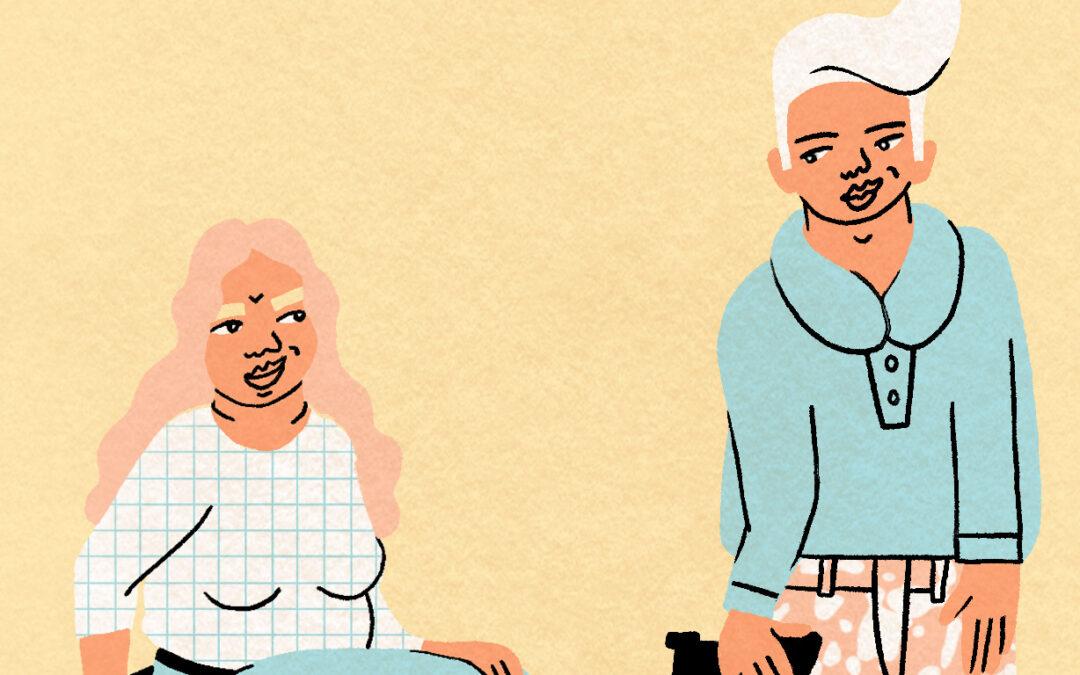 Die Illustration zeigt drei Personen mit verschiedenen Behinderungen. Eine Frau mit rosa langen Haaren sitzt im Rollstuhl, ein weißhaariger Mann steht mit einer Krücke und einer Beinprothese neben ihr. Beide schauen sich freundlich an. Über ihnen rutscht ein dunkelhäutiger junger Mann mit einem Hörgerät über zwei Regenbogen in den Farben Blau, Rosa und Weiß. Am unteren Seitenrand steht in schwarzen Lettern der Begriff QUEER IN.